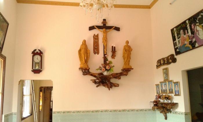 Cách bài trí bàn thờ chúa treo tường hợp lý nhất