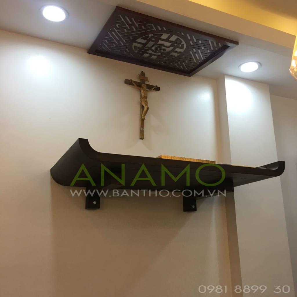 bàn thờ chúa treo tường