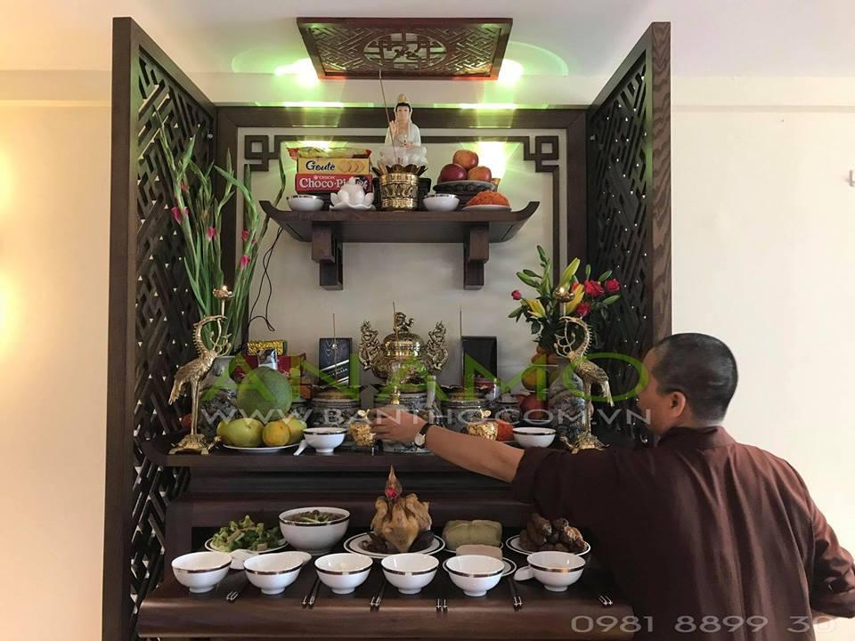 Làm lễ cúng tổ tiên ngày nhập trạch trên mẫu bàn thờ ANAMO